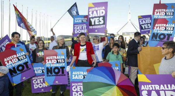 Que dia. Que dia para o amor, para a igualdade, para o respeito. Agora é o momento de mais casamentos ocorrerem, disse Turnbull.