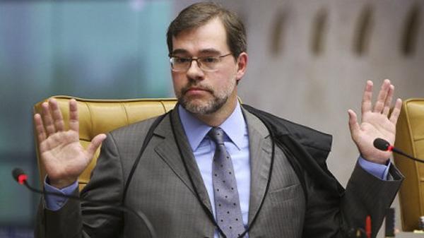 Toffoli observou que, segundo a Constituição Federal, os membros do Congresso Nacional não poderão ser presos, salvo em flagrante de crime inafiançável.