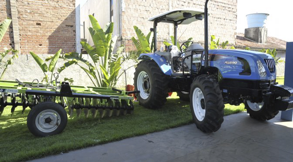 Situado no extremo sul do Estado, o município de Mundo Novo recebeu, na sexta-feira (8), uma patrulha mecanizada, no valor de R$ 140.196,00, do Governo do Estado para atender a agricultura familiar local.