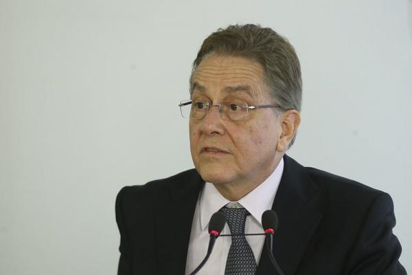 Questionado se vender esses ativos está nos planos, Rabello disse: Está completamente nos planos.