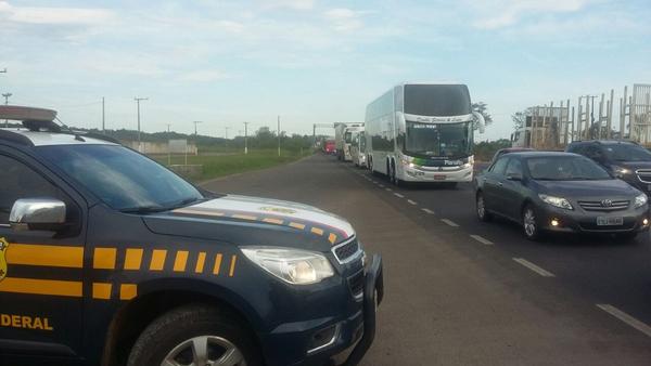 O balanço da Polícia Rodoviária Federal informa ainda que foram emitidos 1.634 autos de infração entre sexta-feira e segunda.