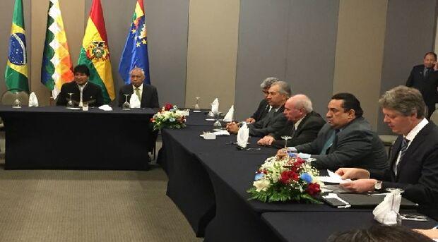Presidente da Bolívia, Evo Morales, e governador Reinaldo Azambuja (ao centro).