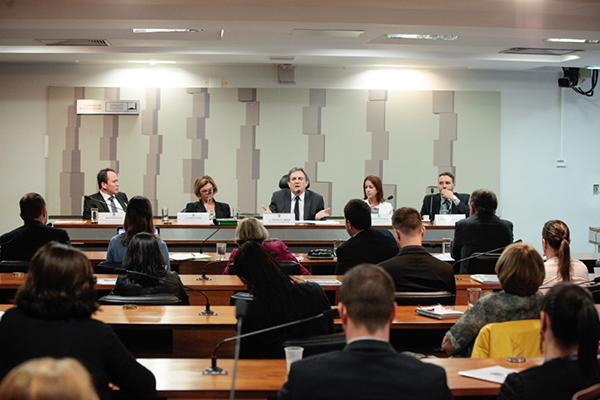 A subcomissão se reuniu ontem (5) para discutir os avanços e as dificuldades enfrentadas pelo Ministério da Saúde