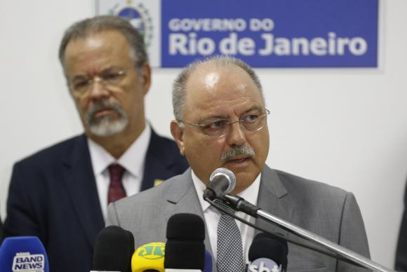 Rio de Janeiro - O ministro do Gabinete de Segurança Institucional da Presidência da República, general Sergio Etchegoyen fala após reunião no Palácio Guanabara para discutir segurança pública no Rio