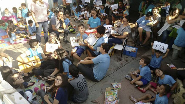 No momento estão sendo realizadas alterações das turmas para atender a demanda de alunos, fato que interfere na lotação de professores efetivos