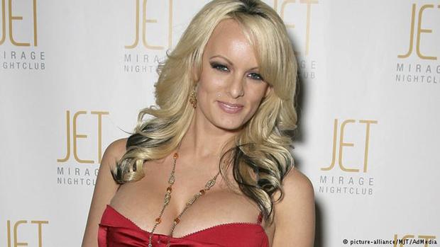 Porém, um mês antes do pleito do qual o empresário se tornou vencedor, a atriz recebeu os US$ 130 mil de Cohen para não dar a entrevista