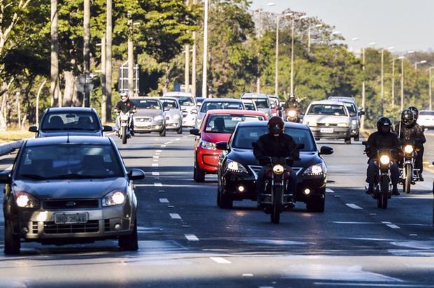 É importante já saber de antemão as condições de tempo na estrada pela qual se vai trafegar