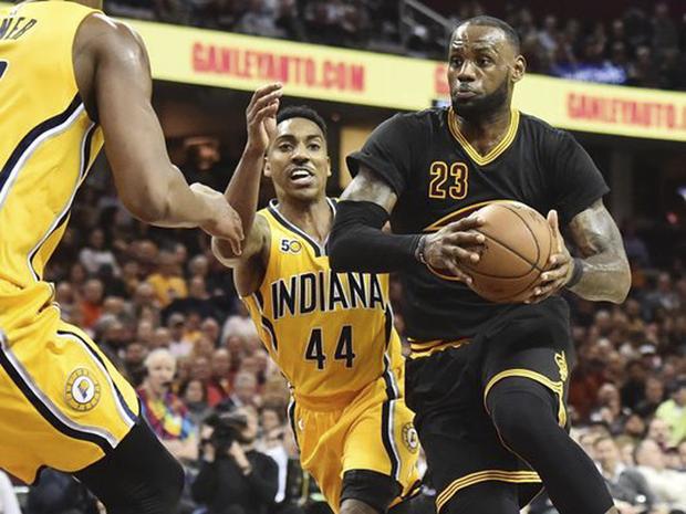 A fase do Cleveland Cavaliers definitivamente não é boa, e na rodada de sexta-feira da NBA, até LeBron James cometeu erro crasso na derrota para o Indiana Pacers