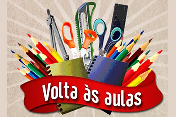 A Saraiva conta com um acervo de mais de 90 mil livros didáticos, paradidáticos, curso de idiomas e dicionários, e é responsável pela venda de mais da metade dos livros didáticos no país.