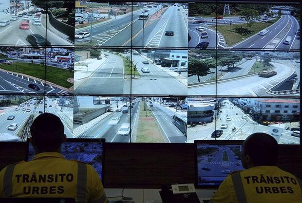 Ainda conforme o vereador, já tramita no Congresso Nacional projeto de lei para alterar o Código de Trânsito Brasileiro, vedando o uso de videomonitoramento para a autuação de motoristas