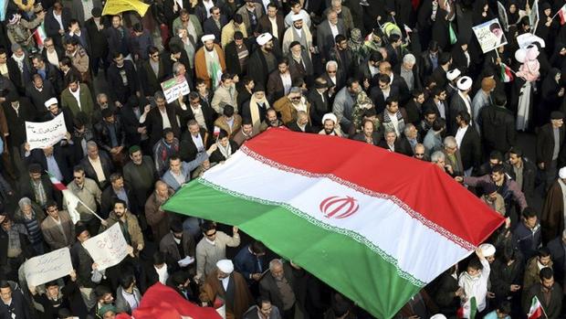 Na véspera, o presidente dos Estados Unidos, Donald Trump, sinalizou que pode se retirar do pacto iraniano nos próximos meses caso os aliados europeus não solucionem as cláusulas de suspensão do tratado