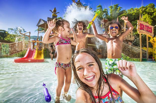 Ficar perto de piscinas/toboáguas divertidos é sempre considerado uma das prioridades para as crianças, e na cidade de Rio Quente, a 27km de Caldas Novas, está o complexo Rio Quente Resorts