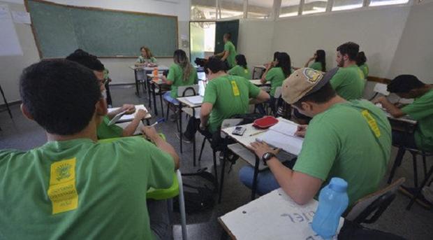 Os estudantes menores de 18 anos têm até 30 dias após a efetivação da matrícula para apresentar a carteira de vacinação