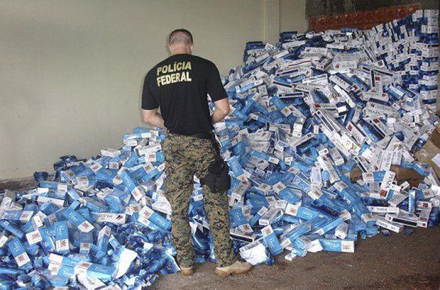 O contrabando de cigarros não traz somente prejuízos financeiros para o país. Esse comércio é hoje controlado por facções criminosos como o Primeiro Comando da Capital e o Comando Vermelho