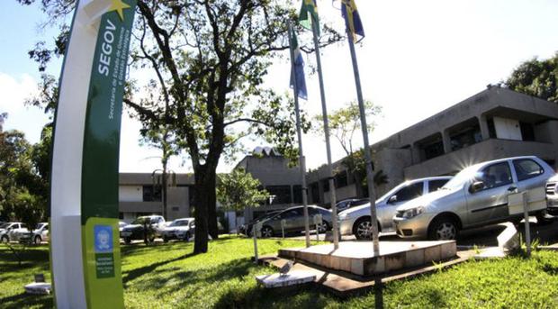 O decreto, assinado pela governadora em exercício Rose Modesto, também diz que os serviços públicos considerados essenciais devem ser garantidos por meio de escalas de serviço ou de plantão