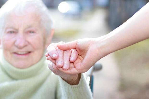 Tem direito ao BPC a pessoa idosa, com idade de 65 anos ou mais