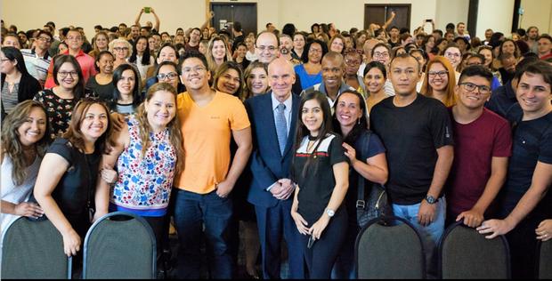 Hoje, 12 de janeiro, 479 professores de língua inglesa da rede pública de todos os estados brasileiros embarcarão para os EUA para participar de um curso intensivo de seis semanas de aperfeiçoamento profissional