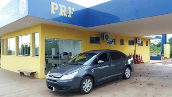 Na tarde de ontem , 02 de janeiro, no km 141 da BR-262, em Água Clara/MS, a Polícia Rodoviária Federal (PRF) recuperou um veículo com registro de roubo/furto no Estado do Paraná.