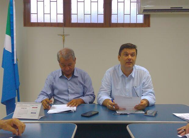 Presidente (à direita) e vice-presidente