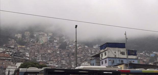 No primeiro dia de 2018, moradores da favela já acordaram com o som de tiros
