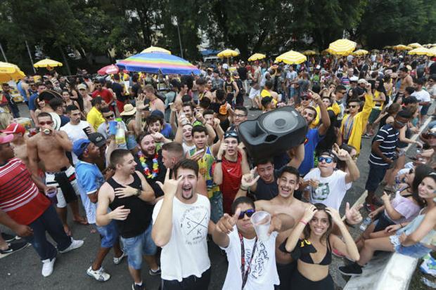 Quase 120 anos depois, talvez a festa esteja mais popular do que nunca, só que as marchinhas e o samba definitivamente cederam lugar a outros ritmos - sobretudo o funk - na folia das multidões