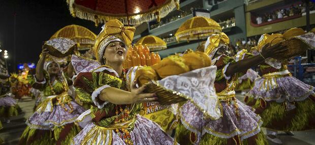 A escola da zona norte do Rio apresentou um enredo sobre a culinária brasileira e suas influências europeias, indígenas e africanas