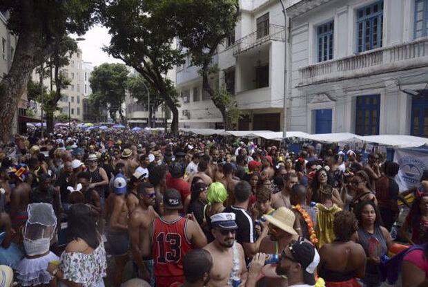 No domingo (11) e na segunda-feira (12), foi a vez das 13 escolas de samba do grupo especial