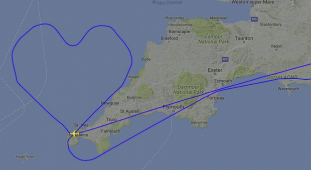 O trajeto em formato de coração foi flagrado por um usuário do Twitter através de um site que disponibiliza a visualização de aviões do mundo todo, em tempo real