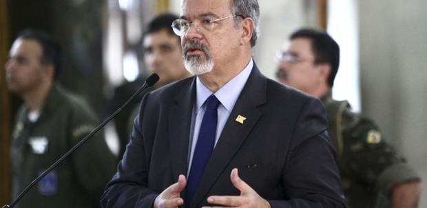 De acordo com o ministro da Defesa, Raul Jungmann, a MP vai instituir a emergência social na fronteira e, em Roraima, as Forças Armadas passarão a coordenar toda a ação