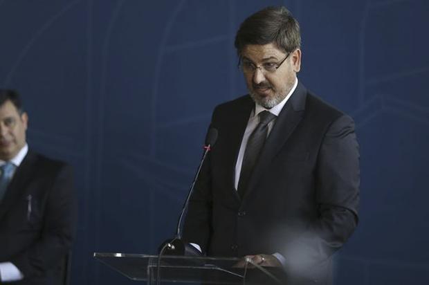 Segundo o líder do PSOL na Câmara, deputado Ivan Valente (SP), a estratégia da oposição vai ser acionar tanto a Comissão de Ética quanto tentar convocar Segovia a dar explicações no Congresso