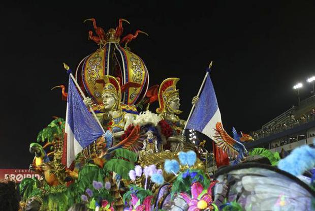 Desfile da Acadêmicos do Tatuapé durante o primeiro dia do carnaval paulista