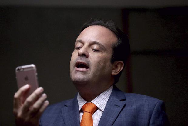 O ex-prefeito diz que, sem conseguir atender às demandas municipais, passou a cortar os desvios de recursos públicos