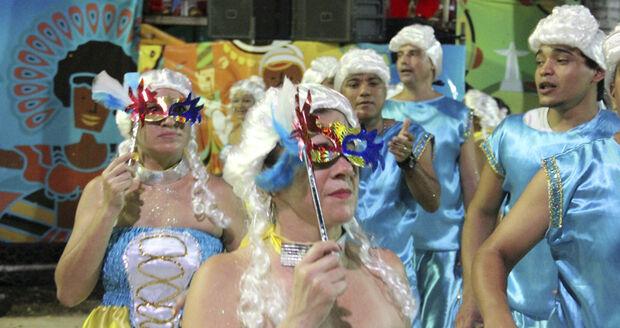 A terça-feira é dia de mostrar antigas manifestações que deram origem as celebrações atuais do período momesco
