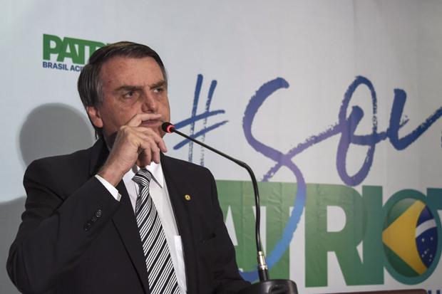Bolsonaro ainda acusa Jean Wyllys por calúnia quando, durante a entrevista, o parlamentar teria afirmando que Bolsonaro recebeu uma quantia ilegal da JBS