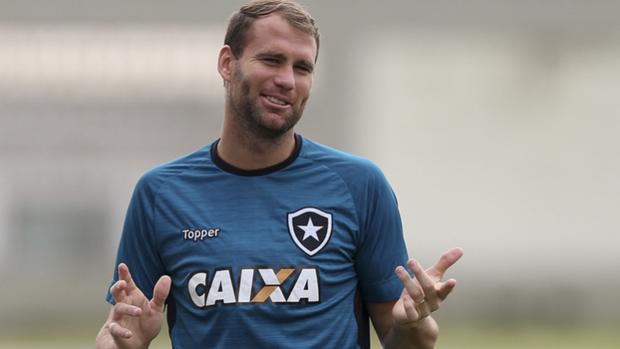 Apresentado na quarta-feira, Alberto Valentim comandou nesta quinta o seu segundo treino como técnico do Botafogo. E ele já recebeu elogios de Carli