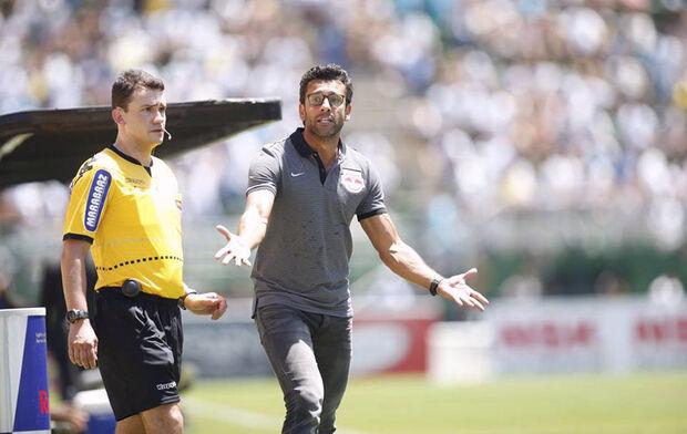 Ex-lateral com passagens por Atlético Paranaense, São Paulo, Cruzeiro e Udinese, Valentim estagiou no futebol italiano como gerente esportivo