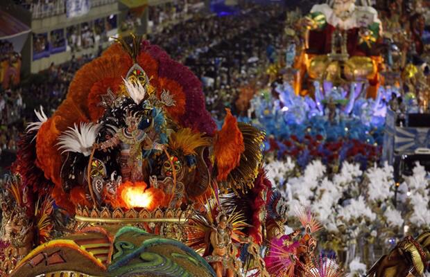 As escolas de samba são avaliadas em nove quesitos: alegorias e adereços, bateria, fantasia, samba-enredo, comissão de frente, evolução, harmonia, mestre-sala e porta-bandeira e enredo