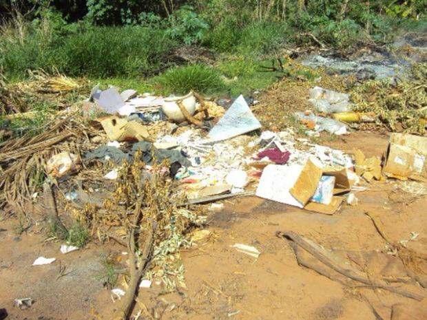 Ainda segundo a presidente da Associação de Moradores, os buracos nas vias têm aumentado em tamanho e se multiplicado com a incidência das chuvas