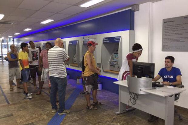 Após o feriado de carnaval, os bancos abrirão hoje (14) a partir das 12h.
