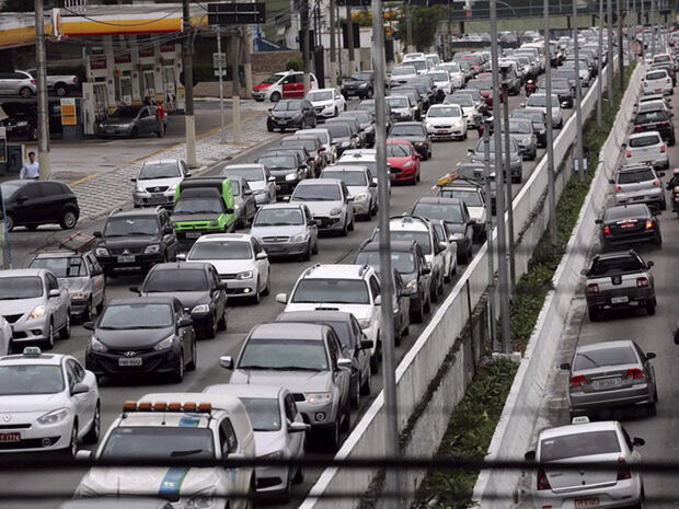 Na federal Presidente Dutra, o único incômodo para o motorista é a pista expressa, que se encontra com tráfego interrompido no quilômetro 212, em Guarulhos, devido a Obra Jacu-Pêssego