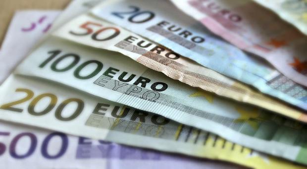 Em resposta, o Banco Central Europeu (BCE) no mês passado cortou pela metade suas compras de bônus no âmbito de um programa de estímulos