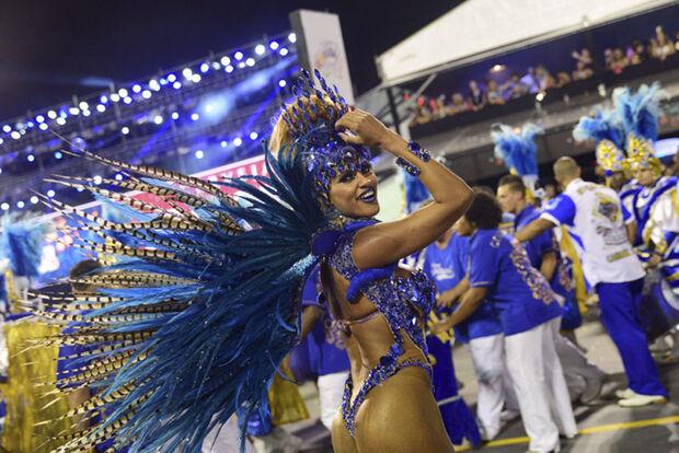 Tatuapé e comunidade eram gritados no palco e no público, em êxtase enquanto o samba-enredo da agremiação tocava
