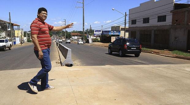 Outro foi colocado em frente à sede do Departamento Estadual de Trânsito de Mato Grosso do Sul (Detran-MS)