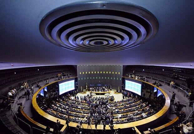 O atraso na instalação da comissão acontece porque o presidente do Senado e do Congresso, Eunício Oliveira (MDB-CE), busca garantir que as modificações acertadas com Temer sejam mantidas na MP
