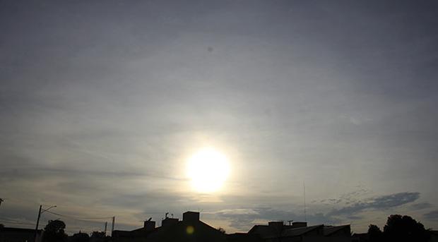 Conforme previsão do Centro de Monitoramento do Tempo, do Clima e dos Recursos Hídricos (Cemtec), o céu será de nuvens e com possibilidade de chuva no período da tarde