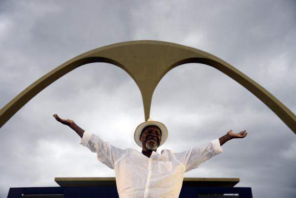 Rio de Janeiro - O radialista Rubem Confete foi o homenageado da escola Golfinhos do Rio de Janeiro, no desfile das Escolas de Samba Mirins na Sapucaí (Tânia Rêgo/Agência Brasil)