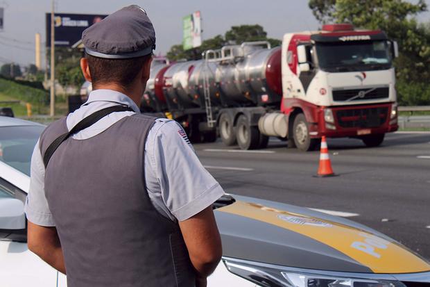 Foram aplicadas 31 mil multas, com 1,2 mil condutores autuados por dirigir alcoolizados. Desses, 30 foram presos por embriaguez ao volante