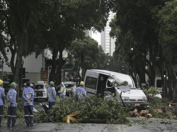 O Instituto Nacional de Meteorologia (INMET) registrou ventos de até 92 quilômetros por hora na estação de Santa Cruz, que é utilizada como parâmetro para Nova Iguaçu