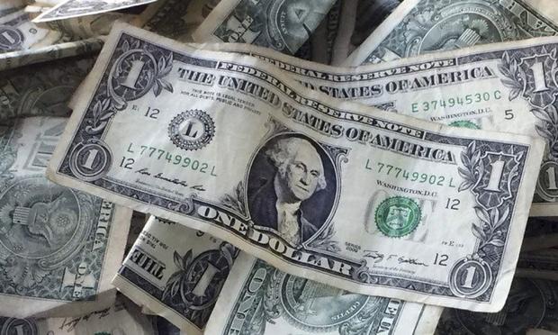Às 9h42 desta quinta, o dólar à vista caía 0,16%, aos R$ 3,2155, enquanto o dólar futuro de março recuava 0,22%, aos R$ 3,2205