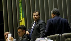 Brasília - O presidente da Câmara dos Deputados, Rodrigo Maia, durante sessão plenária que aprovou aumento de pena para roubo com uso de explosivos (Wilson Dias/Agência Brasil)